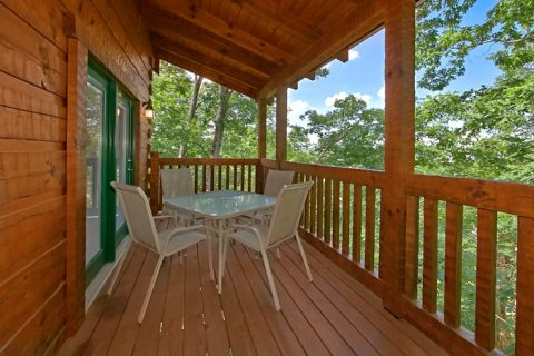 Cabin with 2 covered decks and rocking chairs - Catch A Star