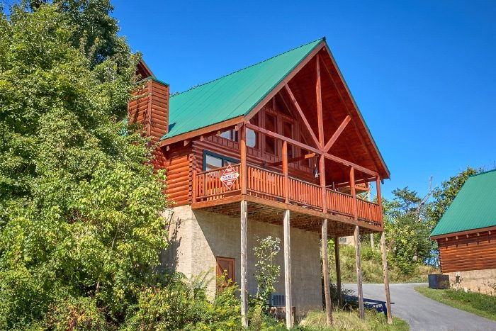 2 Bedroom 2 Bath 2 Story Cabin Sleeps 6 - Catch of the Day