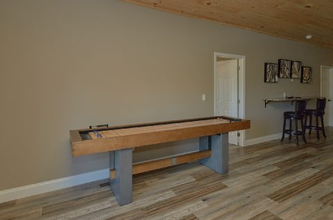 Game Room with Shuffle Board and Skeet Ball - Chalet Vista