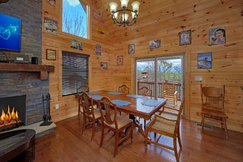 2 Bedroom Cabin with full Dining Room for 6 - Charming Charlie's Cabin