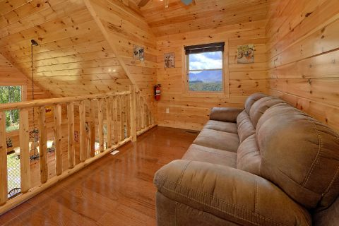 2 Bedroom cabin with sleeper sofa and Loft - Charming Charlie's Cabin