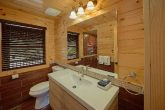 Gatlinburg Cabin with 2 bedrooms and 2 bathrooms
