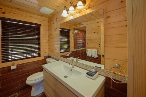 Gatlinburg Cabin with 2 bedrooms and 2 bathrooms - Charming Charlie's Cabin