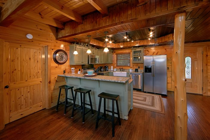 Premium Cabin with Full Kitchen and Bar Seating - Alpine Mountain Lodge