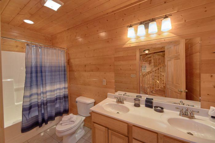 Full Bathroom off Game Room - Cheeky Chipmunk Getaway