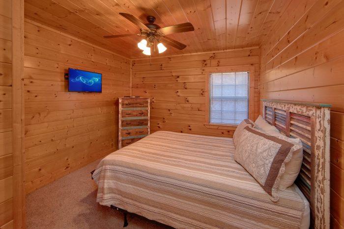 3 Bedroom Cabin Sleeps 7 in Hidden Springs - Cheeky Chipmunk Getaway