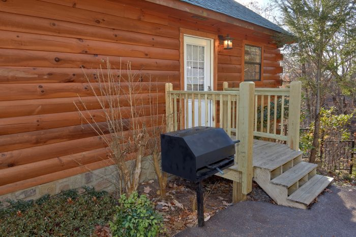 3 Bedroom Cabin with Charcoal Grill - Cheeky Chipmunk Getaway