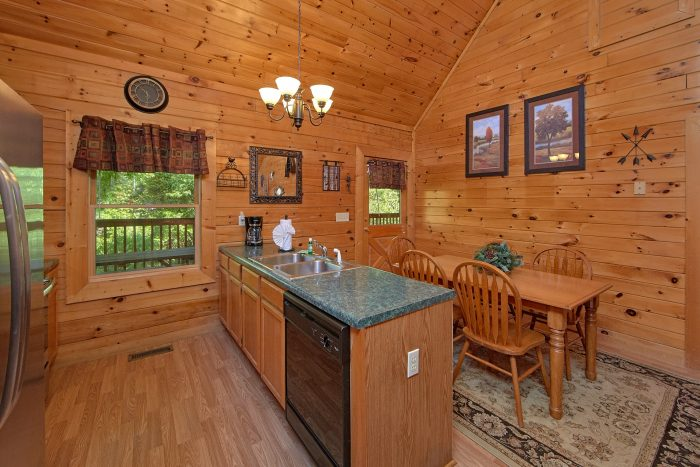 2 Bedroom Cabin with a Eat-In Kitchen - Cherokee Creekside
