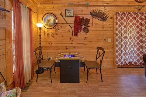 2 Bedroom Cabin with an Arcade Game - Cherokee Creekside