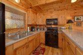 Spacious Kitchen 3 Bedroom Cabin Sleeps 11