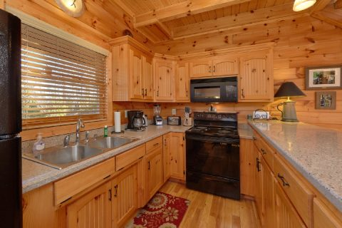 Spacious Kitchen 3 Bedroom Cabin Sleeps 11 - Cherokee Hilltop