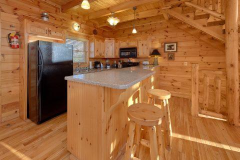 Beautiful 3 Bedroom Cabin Sleeps 11 - Cherokee Hilltop