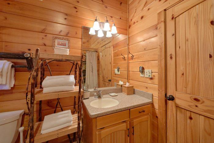 3 Bedroom Cabin with 3 Full Bath Rooms - Cherokee Hilltop