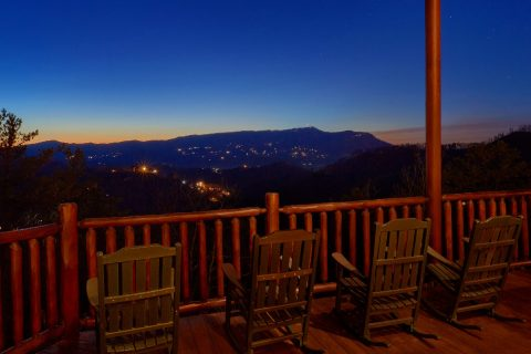 3 Bedroom Cabin Sleeps 11 With Views - Cherokee Hilltop