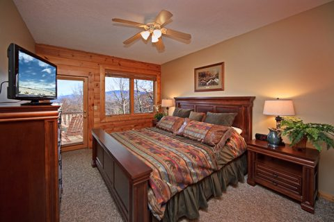 King Bedroom with Access to the Deck and Hot Tub - City View Chalet