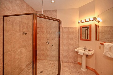 Spacious Walk-in Shower in Cabin in The Smokies - City View Chalet
