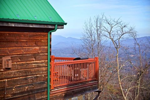 Cabin Located in the Mountains of Gatlinburg - City View Chalet