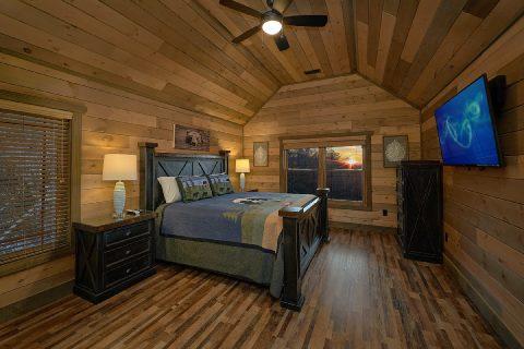 Main Floor Master Suite 5 Bedroom Cabin Sleep 16 - Cloud Bound