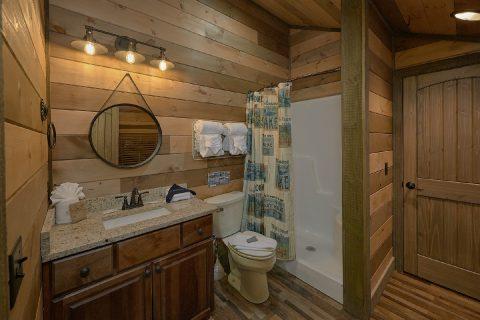 Luxurious 5 Bedroom 5 1/2 Bath Cabin Sleeps 16 - Cloud Bound