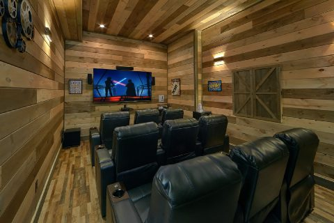 5 Bedroom Cabin with Theater Room Sleeps 16 - Cloud Bound