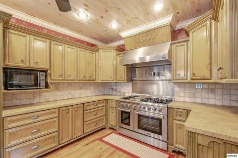 Fully Furnished Kitchen in 4 bedroom cabin - Cloud View Manor