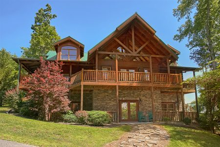 River Mist Lodge: 6 Bedroom Sevierville Cabin Rental