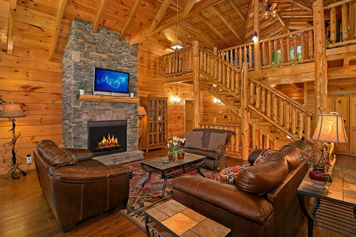 ... Luxury Cabin With Large Fireplace In Living Room   Cu0027Mon ...
