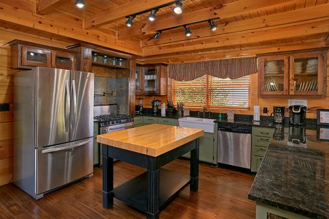 Premium Cabin with Full Kitchen and Gas Stove - C'Mon Inn
