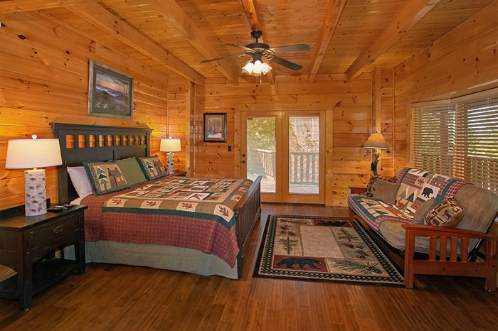 Premium Cabin with King Master Bedroom - C'Mon Inn