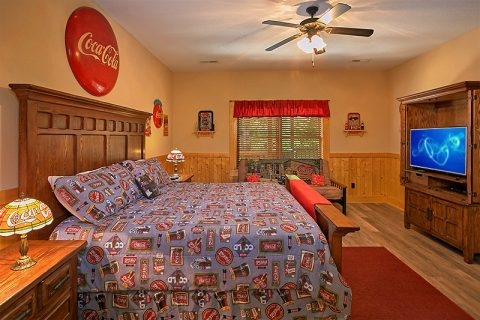 Premium Cabin Rental with 4 Master Suites - C'Mon Inn