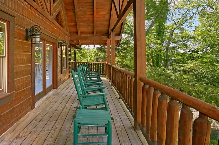 Luxury Cabin with Rocking Chairs and Wooded view - C'Mon Inn