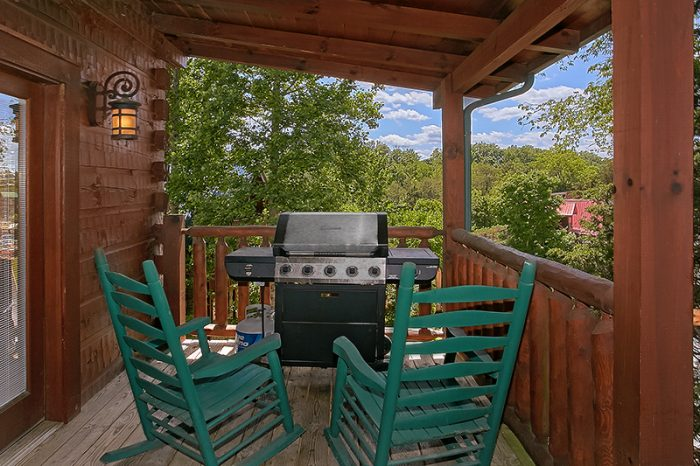 Resort Cabin with Gas Grill and Covered Deck - C'Mon Inn