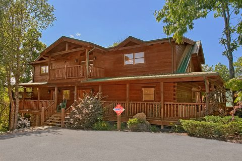 Luxury Cabin in Alpine Mountain Village Resort - C'Mon Inn
