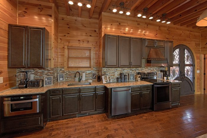 Fully Stocked Kitchen in Premium 6 Bedroom Cabin - Copper Ridge Lodge