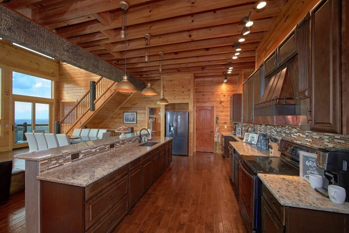 Luxurious Kitchen with Bar and Bench Seating - Copper Ridge Lodge