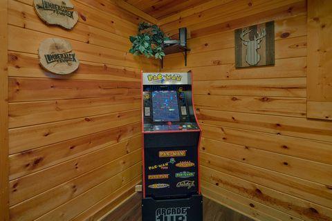 2 bedroom luxury cabin with Arcade Games - Cozy Escape