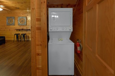 Cabin rental with 2 bedrooms and a washer/dryer - Cozy Escape