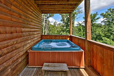 2 bedroom cabin with Private Hot Tub - Cozy Escape