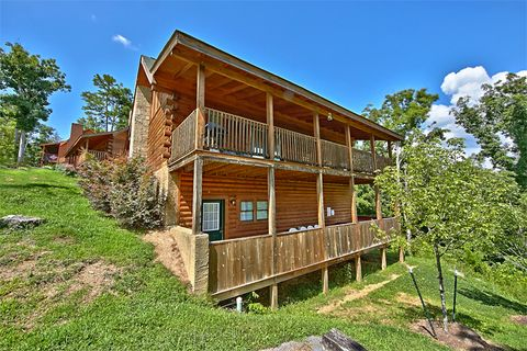 Pigeon Forge 2 bedroom cabin with covered decks - Cozy Escape
