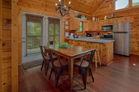 Pigeon Forge Cabin with Dining Seating for 9 - Cozy Escape