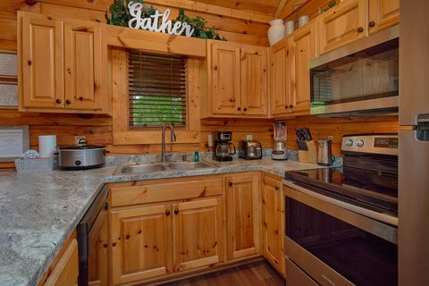 2 Bedroom Cabin with Premium Master King Bed - Cozy Escape