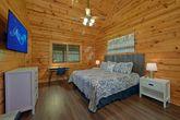 2 Bedroom Cabin with Cozy Indoor Jacuzzi Tub
