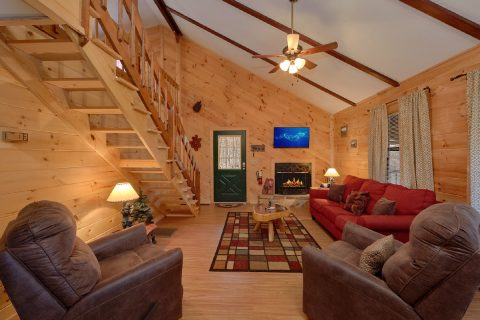 Comfortable 3 Bedroom Cabin Sleeps 8 - Cozy Hideaway