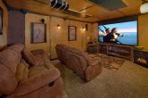 Smoky Mountain 2 Bedroom Cabin with Theater Room