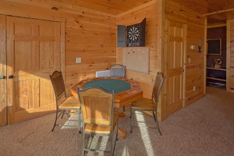 Private 2 Bedroom Cabin with Poker Table - Creature Comforts