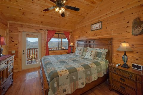 Private Cabin with King Bedroom Sleeps 8 - Creature Comforts