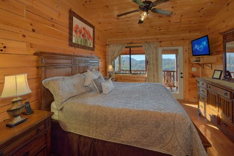 Master Bedroom with King Bed Sleeps 8 - Creature Comforts