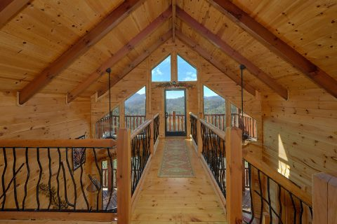 Private 2 Bedroom Cabin with Mountain View - Creature Comforts