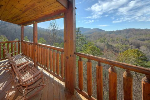 Private 2 Bedroom Cabin with Mountain Views - Creature Comforts