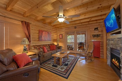 Luxurious Cabin with a Fireplace - Creekside Hideaway